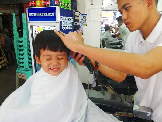 フィリピン 散髪