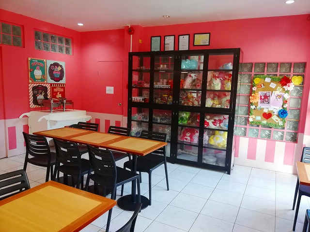 Pink Plate Meals and Cakes 店内