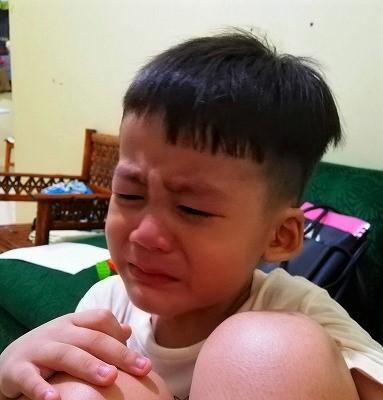 泣くアサオ